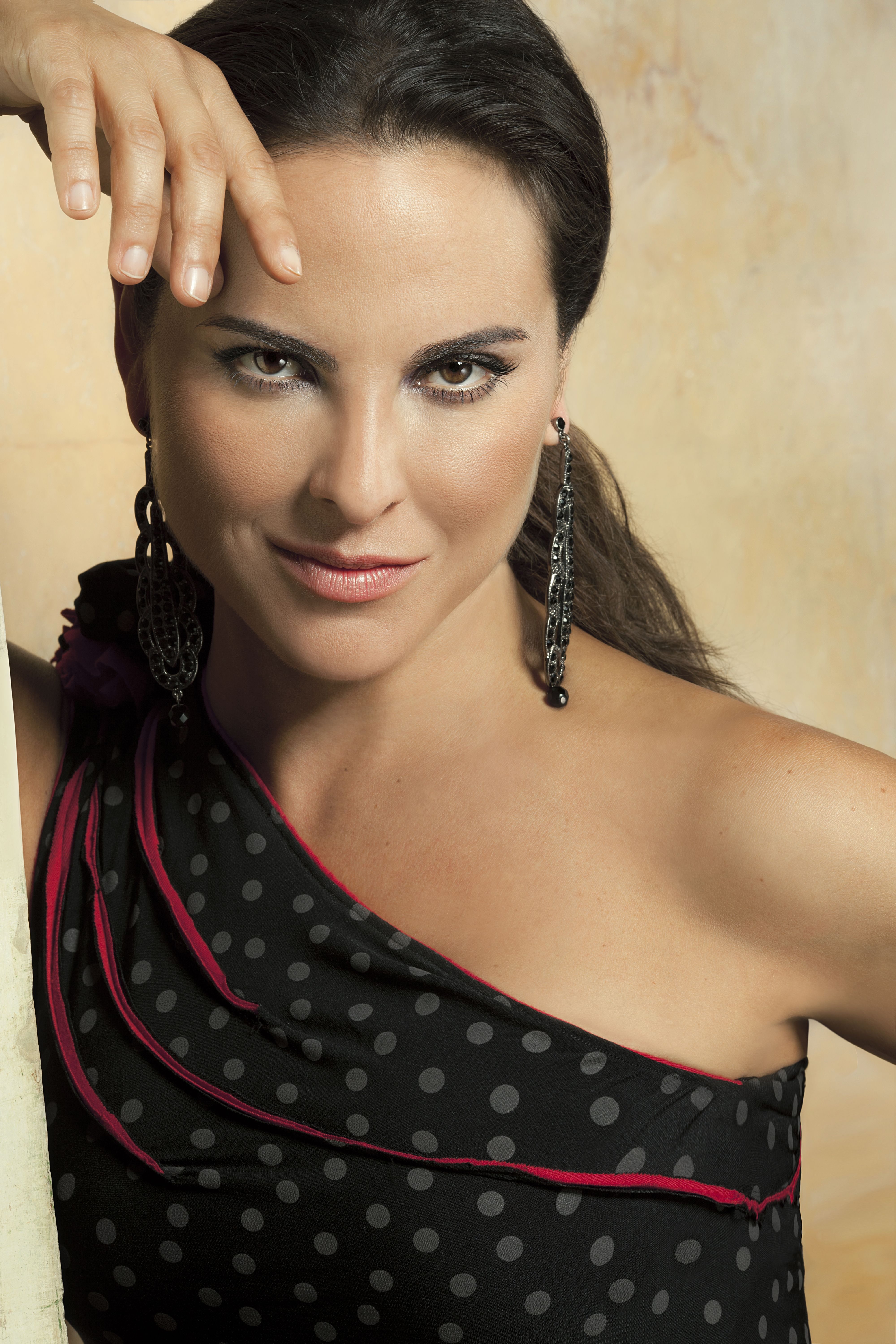http://telenovelasdelmundo.files.wordpress.com/2012/02/kate-del-castillo-hq.jpg